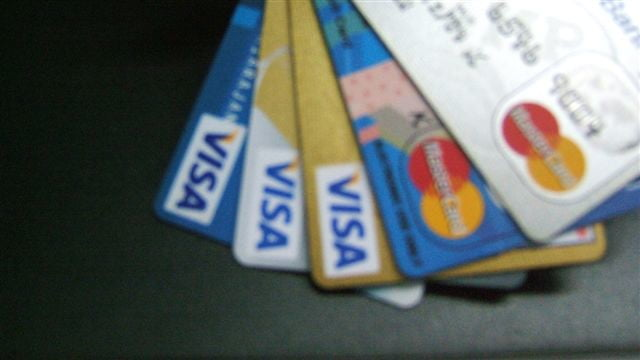 クレジットカードを使いたくない場合はデビットカードなどで代用可能